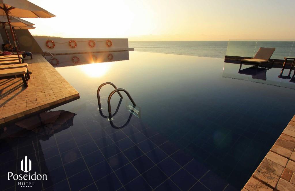 hotel-poseidon-piscina